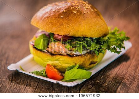 Sandwich hamburger with and mix of vegetables