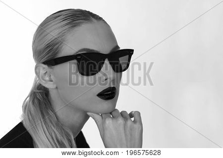 Monochrome shot of a girl with fashionable sunglasses