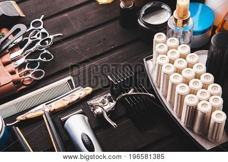 Beautiful Professional Tools Professional Barber Kits, Scissors, A Sharp Razor, Mechanical And Elect