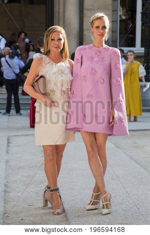 PARIS, FRANCE - JULY 05:  Nicky Hilton and her mother Kathy Hilton attend the Valentino Haute Couture Fall/Winter 2017-2018 show as part of Paris Fashion Week July 5, 2017  Paris, France