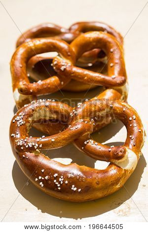 Pretzels are placed one behind the other