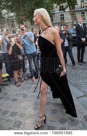 PARIS, FRANCE - JULY 04:  Karlie Kloss attends Vogue Foundation Dinner  as part of Paris Fashion Week  Haute Couture Fall/Winter 2017-2018 July 4, 2017  Paris, France