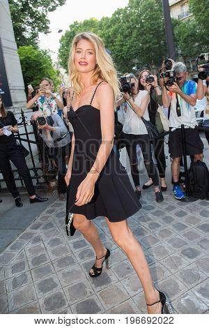PARIS, FRANCE - JULY 04:  Doutzen Kroes  attends Vogue Foundation Dinner  as part of Paris Fashion Week  Haute Couture Fall/Winter 2017-2018 July 4, 2017  Paris, France