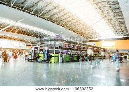 Many terminals are locating in airport-foyer. Focus on special furniture and workplaces