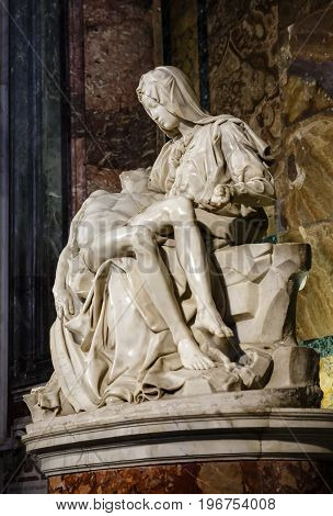 Piety Of Vatican - Sculptural Group In Marble By Michelangelo