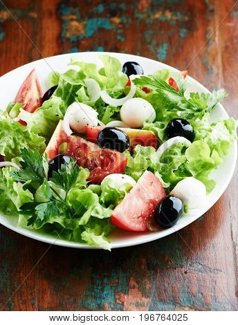 Mediterranean-style salad with mozzarella
