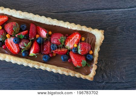 Tart with strawberries, blueberries and chocolate
