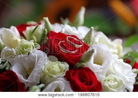 wedding bouquet with wedding rings, wedding romantic background