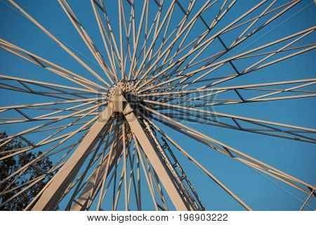Iron spins of a giant wheel ferris
