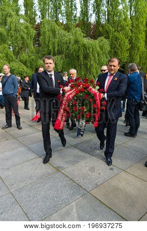 BERLIN - MAY 09, 2015: Laying wreaths at the monument of the official delegations.