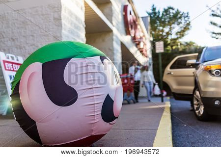 Fairfax, Usa - May 9, 2017: Luigi Face On Target Ball With Shopping Cart And Signs Of Mario Game For