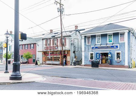Gettysburg, Usa - May 24, 2017: Downtown Restaurants And Shops By National Battlefield Park
