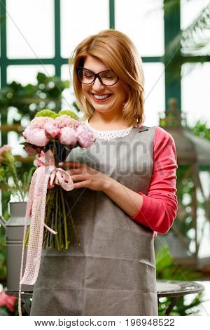Model with composition of flowers