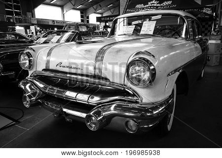 PAAREN IM GLIEN GERMANY - MAY 23 2015: Full-size car Pontiac Chieftain 1956. Black and white. The oldtimer show in MAFZ.