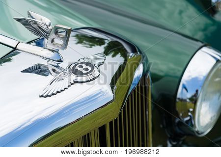 PAAREN IM GLIEN GERMANY - MAY 23 2015: Hood decoration of a full-size luxury car Bentley S1. The oldtimer show in MAFZ.