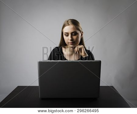 Young Woman Using A Laptop To Browse The Net.