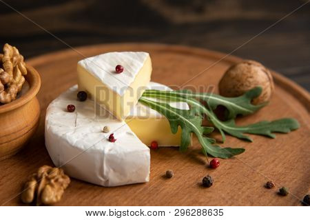 Cheese Camembert Or Brie With Walnuts And Arugula
