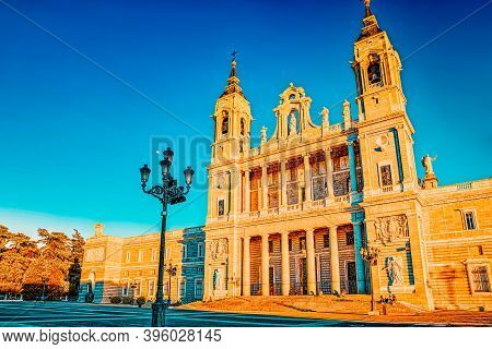 Almudena Cathedral (catedral De Santa Maria La Real De La Almude