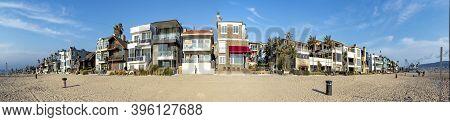 Manhattan Beach, Usa - Mar 4, 2019: Scenic Beach Houses At The Promenade Of Manhattan Beach, Usa Nea