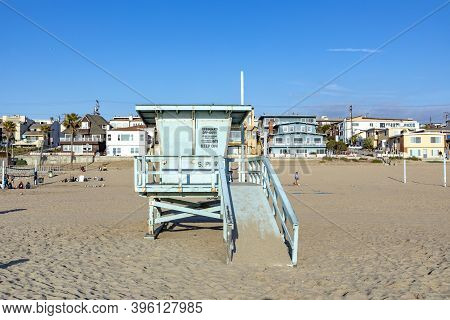 Manhattan Beach, Usa - March 3, 2019: Lifeguard Tower  At Scenic Beach At Manhattan Beach Near Los A