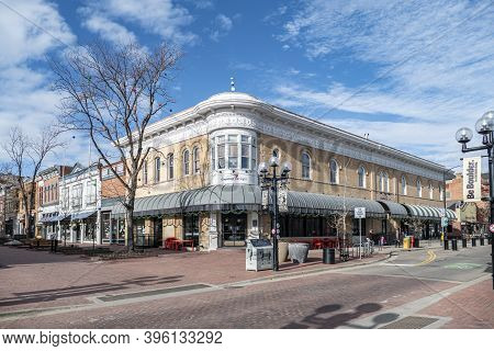 Boulder, Usa - December 25, 2019: View Of The Pearl Street Mall, A Landmark Pedestrian Area In Downt