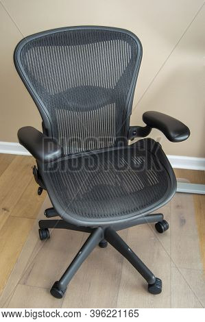 Black Rolling Chair For Home Office Work