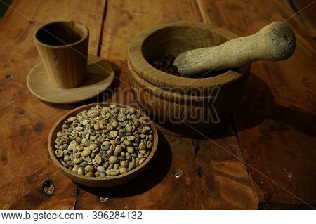 Brewed Black Robusta And Arabica Coffee Powder, Roasted Coffee Beans And Raw Coffee Beans