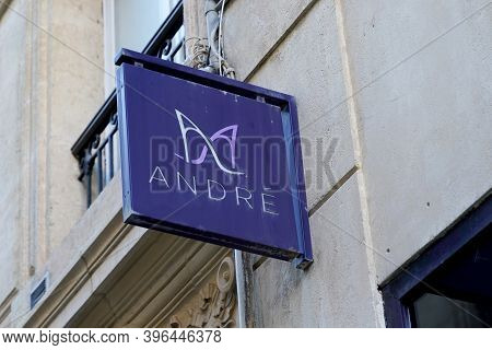 Bordeaux , Aquitaine / France - 11 21 2020 : Andre Logo And Sign Text Of Shoes Store Brand French Ap