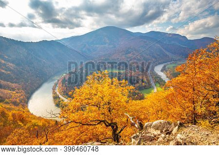 Autumn Landscape With Meander Of A River. The Domasin Meander On The Vah River. The Mala Fatra Natio