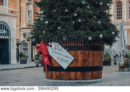 London, Uk - November 19, 2020: Gift Tag On A Giant Christmas Tree In A Pot In Front Of Covent Garde