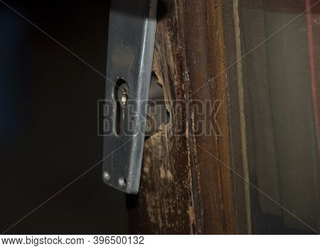 Breaking And Entering Into An Apartment