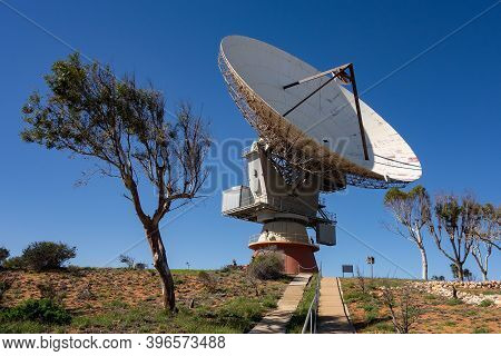 Carnarvon, Western Australia - July 6, 2018: Otc The Big Dish Telescope At Carnarvon Space And Techn