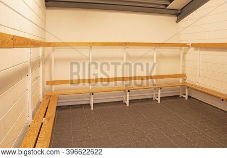 Dutch Group Dressing Room On Secondary School, Simple