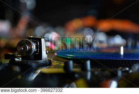 Professional Dj Audio Equipment.analog Turntables Tonearm With Needle And Vinyl Record Disc With Hip