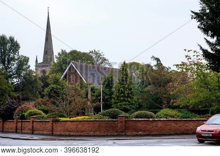 Stratfoed-upon-aivon, Great Britain - September 15, 2014: This Is The Church Of The Holy Trinity, In