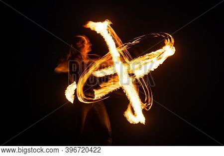 Must-see Event. Sexy Woman Perform Infinite Spirals In Darkness. Art Of Poi Spinning. Fire Performan