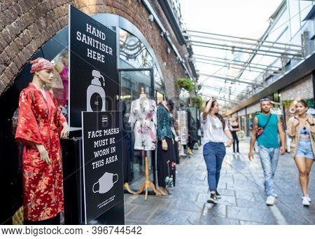 London, Uk - September 14, 2020: A Hand Sanitiser Sign And A Sign Asking People To Wear Face Masks A