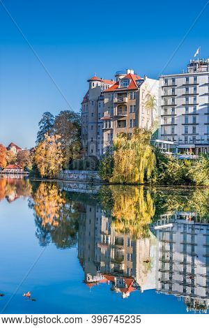 Berlin, Germany - November 7, 2020: Shore Of Lake Lietzen With Buildings Of Haus See-eck, Belle-etag