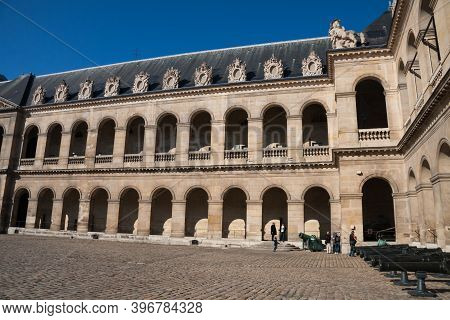 Paris, France Sept 27 2015: Courtyard At Hotel Les Invalides (invalids Residence) And The Army Museu
