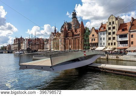 Gdansk, Poland - Sept 6, 2020: The Rotating Footbridge Of St The  Spirit To The Granary Island On Th