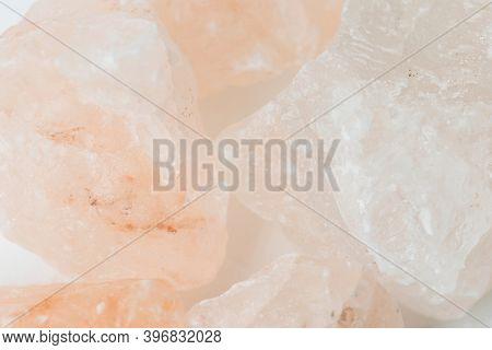 Natural and coarse pink Himalayan salt crystal rocks