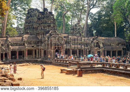 Siem Reap, Cambodia - February, 2013: Crowd Of People At The Entrance To Ta Prohm Temple In Angkor,