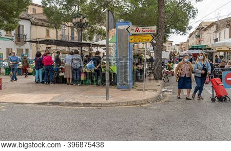 Campos, Balearic Islands/spain; November 2020: Fruit And Vegetable Stall At The Traditional Street M