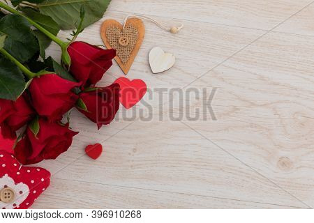 Bunch of red roses and hearts lying on wooden background. romance valentine's day flower nature freshness copy space.