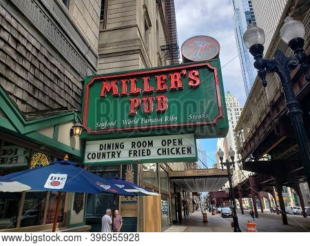 Chicago, Il July 31, 2020, Miller\'s Pub Restaurant Exterior Sign In Chicago Downtown Business Distr