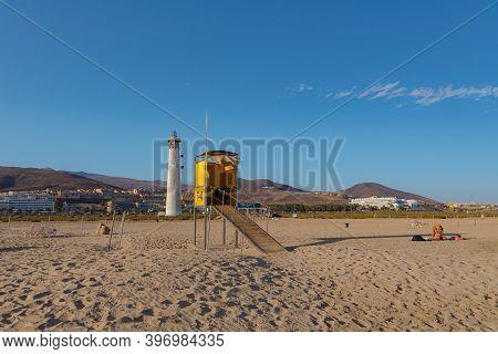 Morro Jable, Fuerteventura, Spain : 2020 October 08 : Gente De Camino Al Faro De Morro Jable En La I