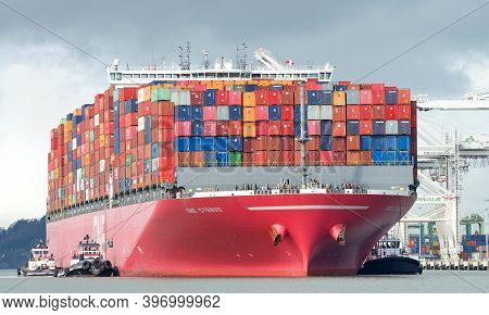 Oakland, Ca - Nov 18, 2020: Multiple Tugboats Work In Tandem To Assist Cargo Ship One Cygnus To Mane