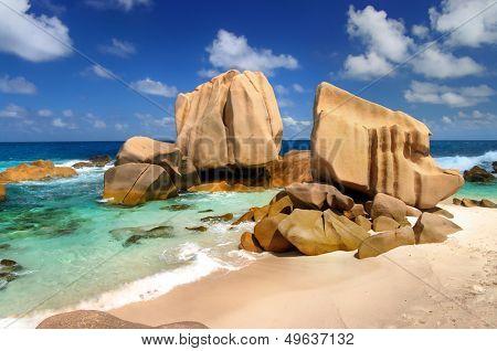 amazing Seychelles - rocky beach Maron