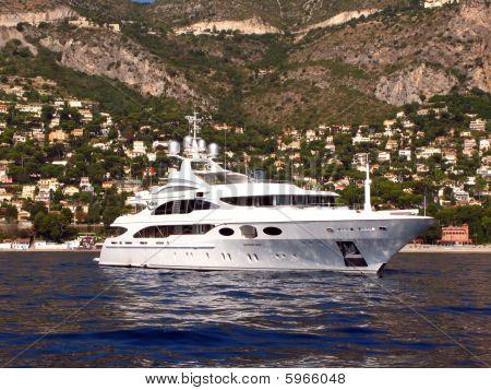 Motor Yacht Latina