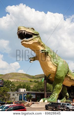 World's Largest Dinosaur In Drumheller, Canada
